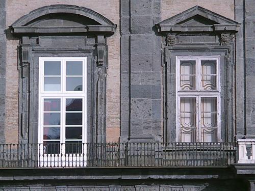 Svelato il mistero delle finestre di palazzo reale n a p o l i t a n i a - Verniciare le finestre ...